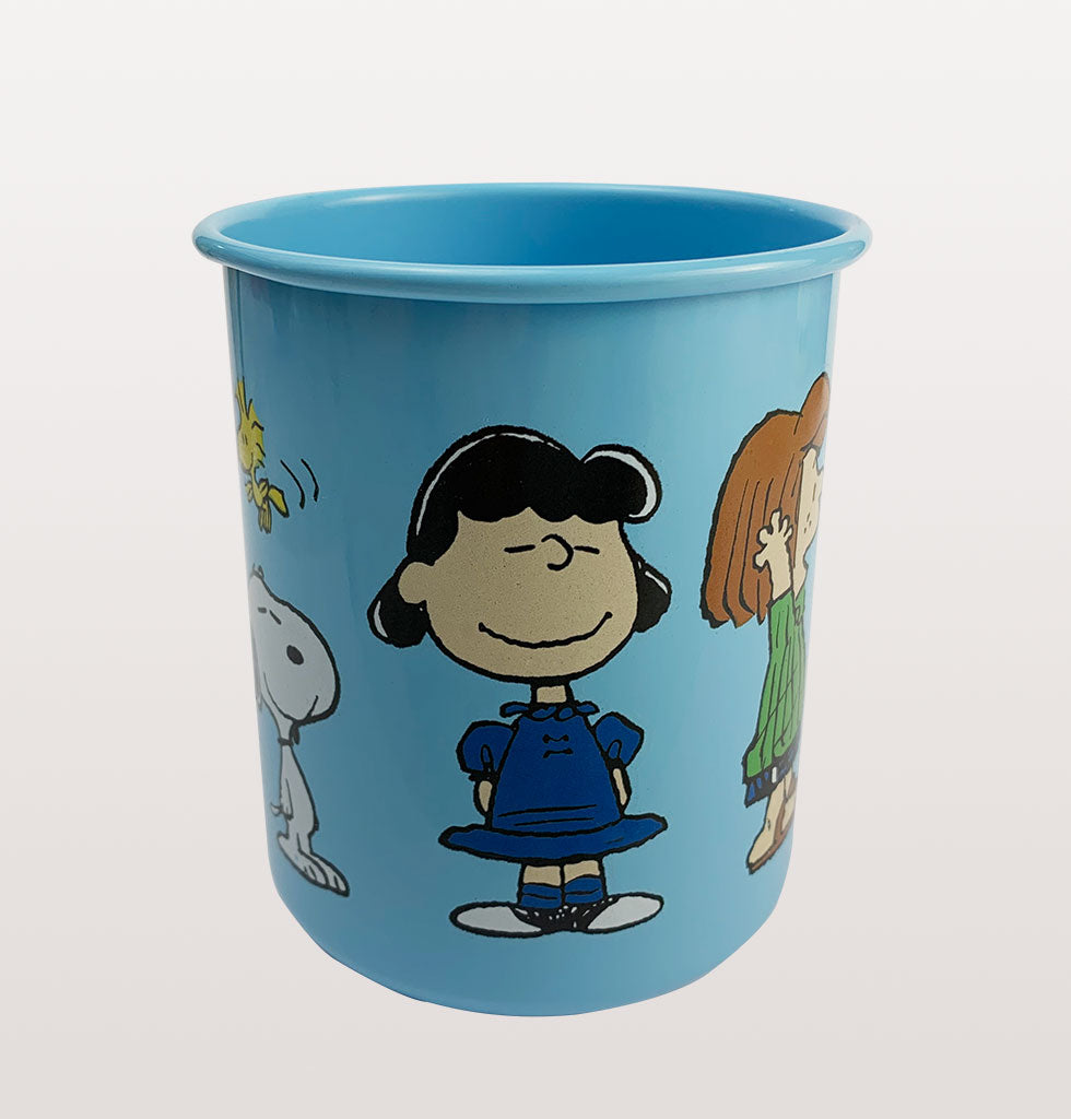 Featuring the whole gang from our favourite cartoon including Charlie Brown and Snoopy.  Who'd have thought a pencil pot holder could evoke such feelings of happiness?!