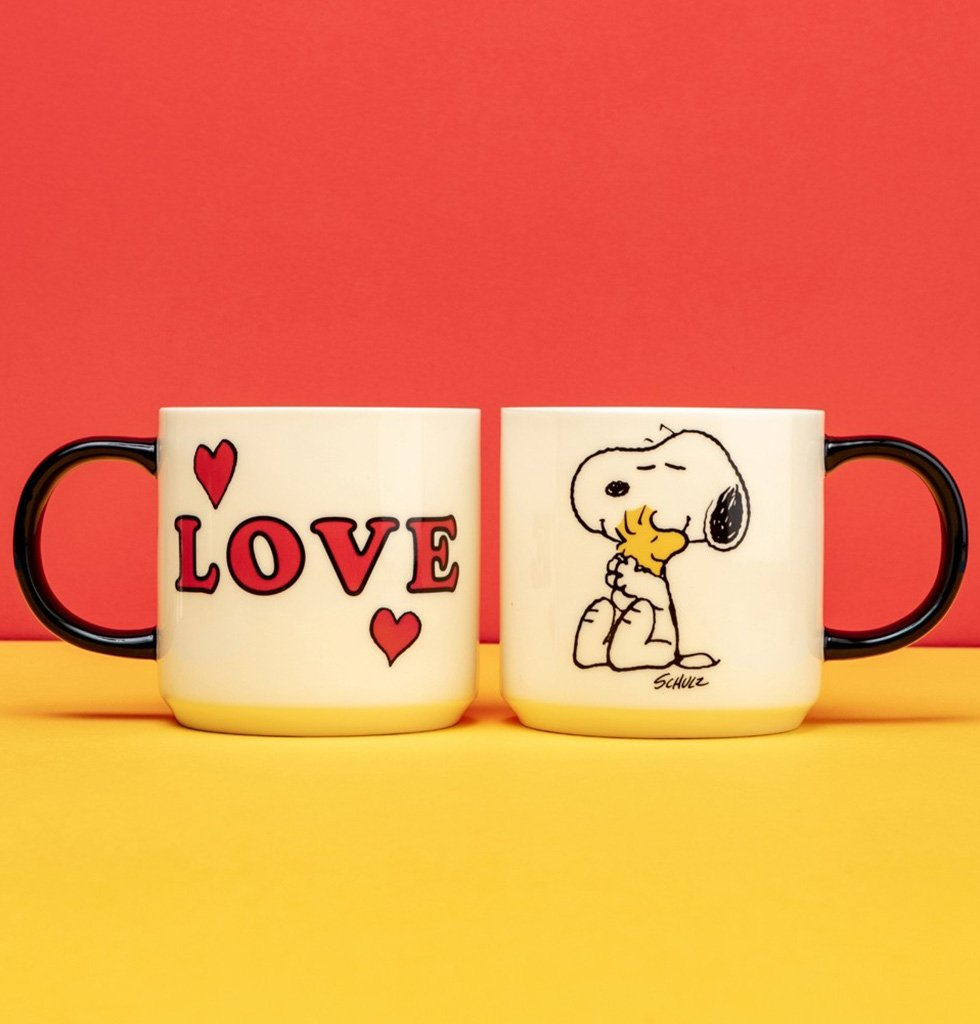 Peanuts cartoon love mug with snoopy and woodstock