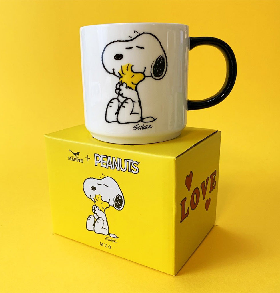 Peanuts cartoon mug with snoopy and woodstock hugging love