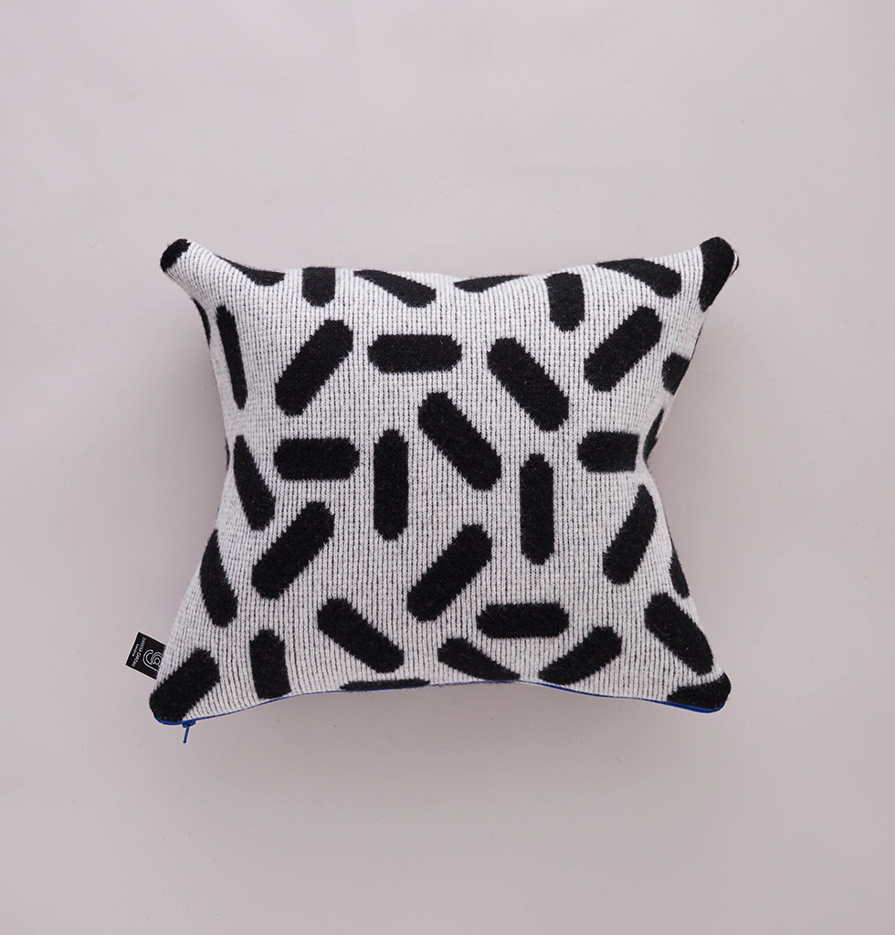 TIC-TAC CUSHION WHITE & BLACK SMALL
