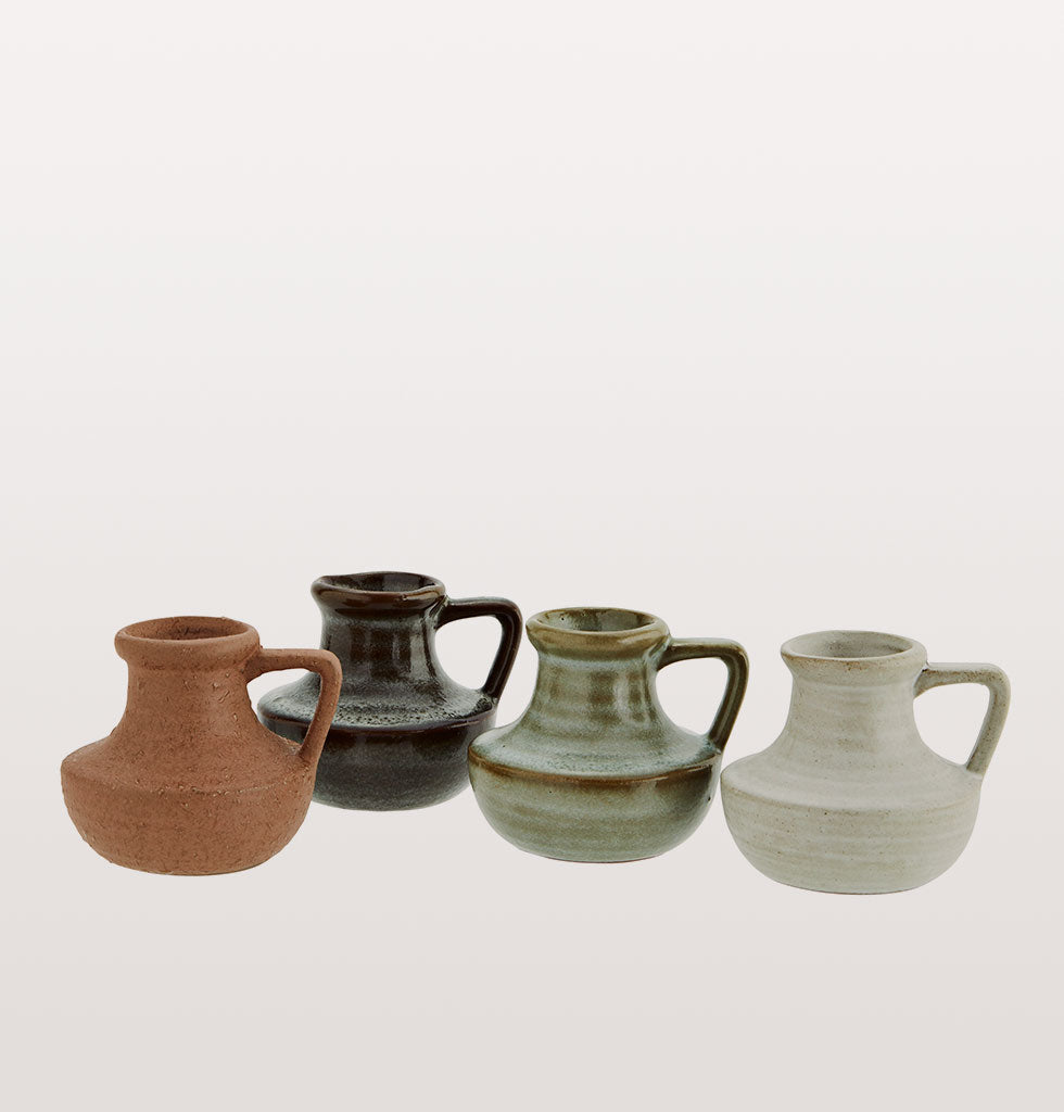 Mini stoneware vases in inviting earthy tones. These neutral coloured vases are an easy way to accessorise your home and make tablescaping a breeze.   Their charming size makes this little vase ideal as a flower bud vase or as a candle holder.    Mine stoneware vase with handle.