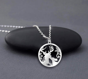 Deer Kissing Mom Love In Circle Necklace