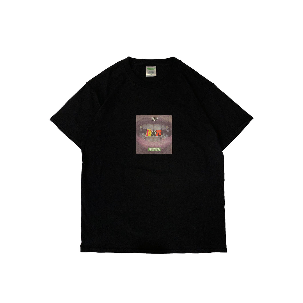 STRAP/PROGRESS BLACK TEE