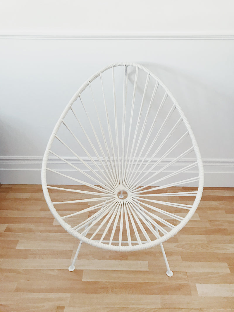 Acapulco chair in white cotton ropes and white base
