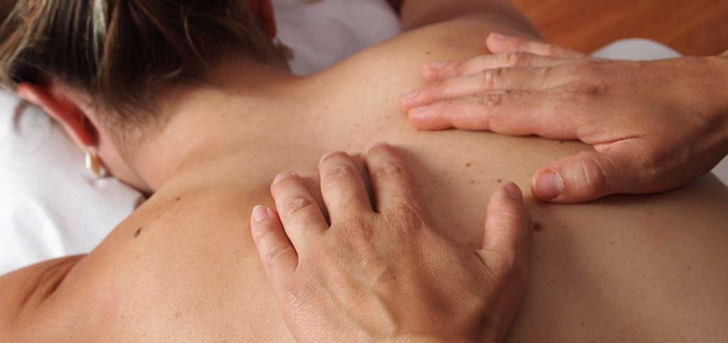 How to Give the Perfect Erotic Massage in 4 Steps