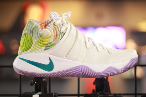 Nike Kyrie 2 Easter condition: 9/10 (size 10.5)