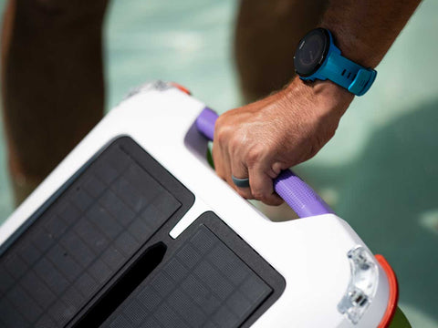 Ariel - Robotic Solar Pool skimmer by Solar-Breeze handle close up
