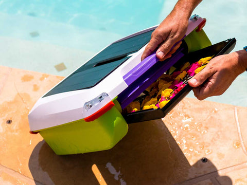 Ariel - Robotic Solar Pool skimmer by Solar-Breeze tray close up