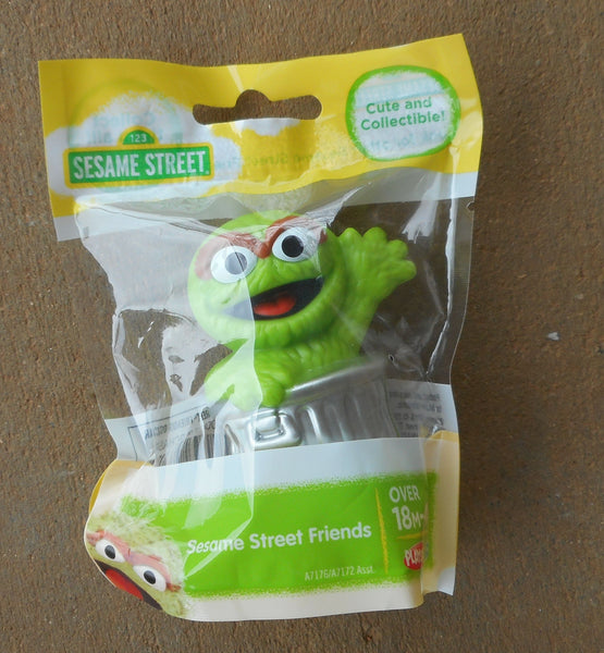 Sesame Street Green Oscar the Grouch Cake Topper