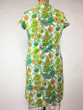 1960s Mod Novelty Print Shift Dress • 14