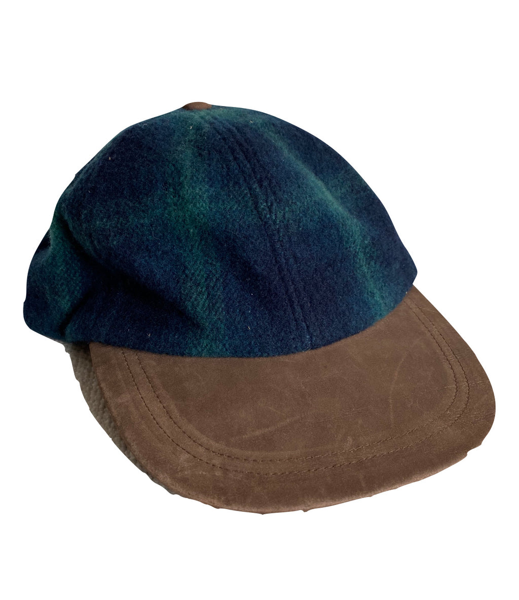 Structure leather and wool hat. Smaller fit
