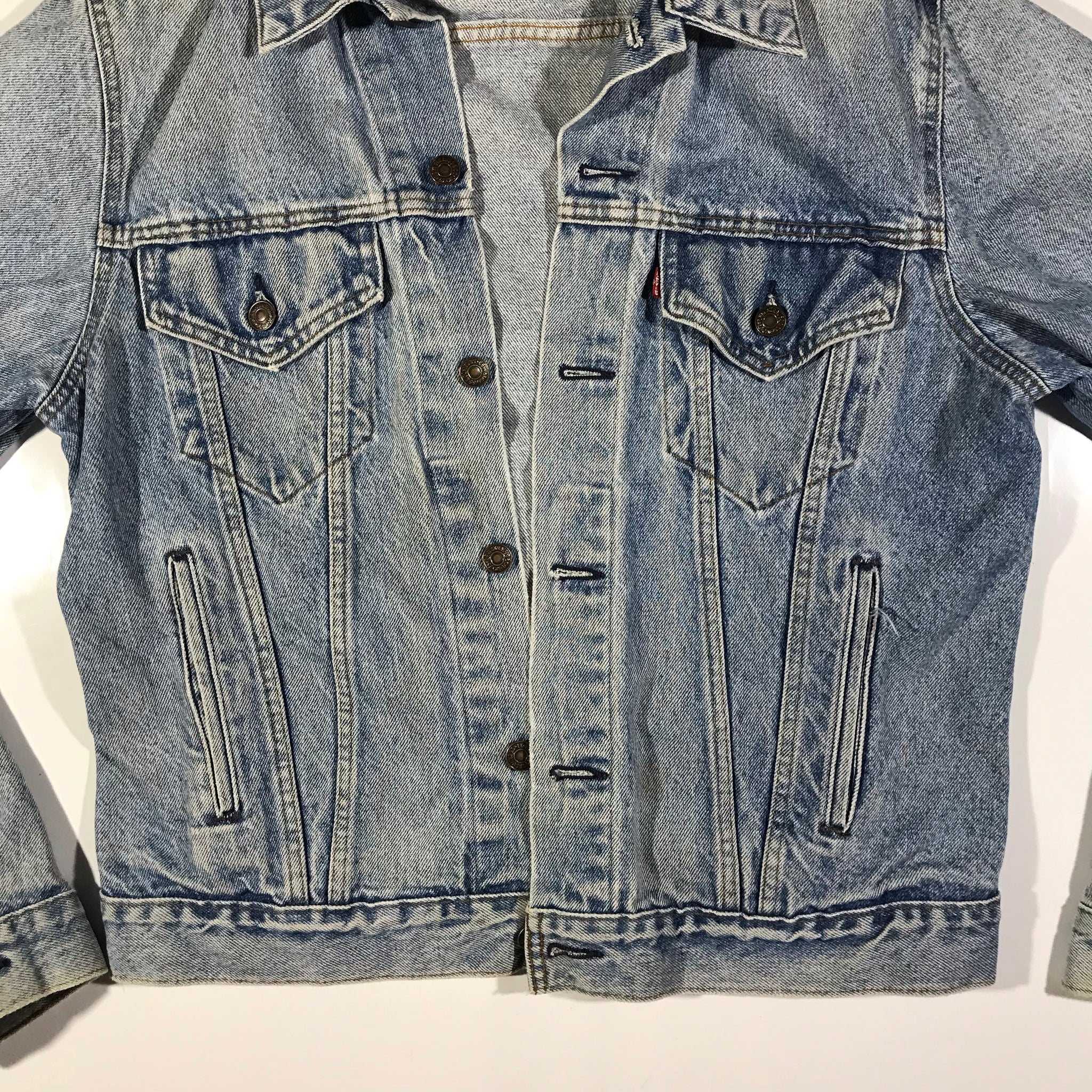 Levis denim jacket. made in usa. sz 44L