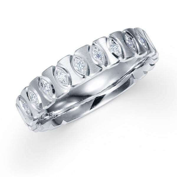 DIAMOND WEDDING BAND IN 18K WHITE GOLD