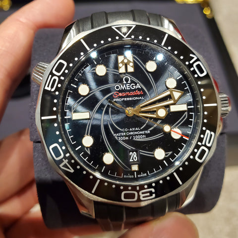 PRE-OWNED OMEGA SEAMASTER DIVER 007 JAMES BOND EDITION 210.22.42.20.01.004