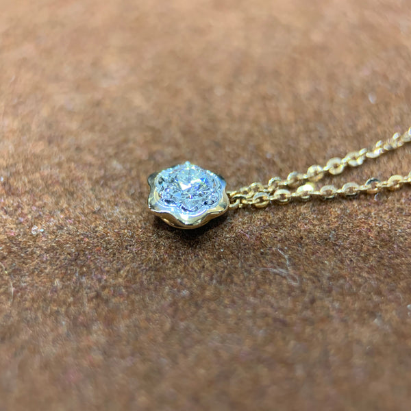 Dainty Flower Diamond Necklace in 18k Rose Gold