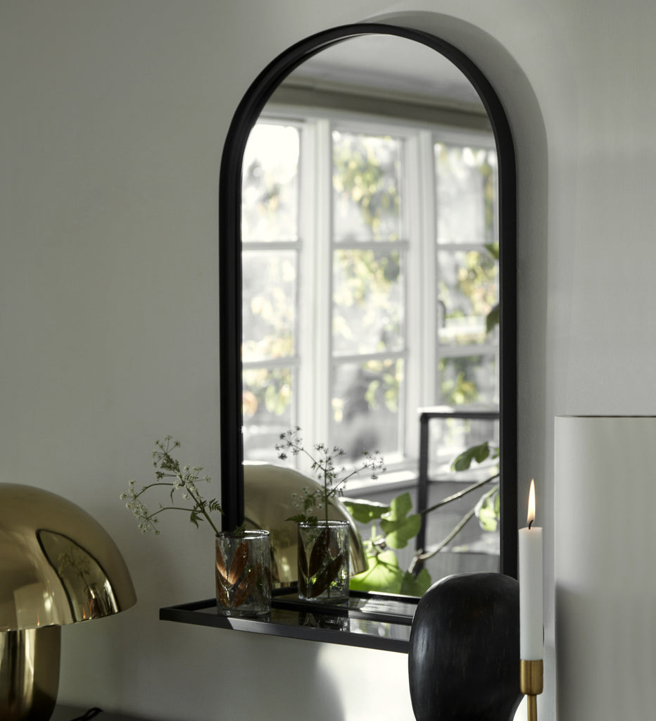 Curved mirror with shelf