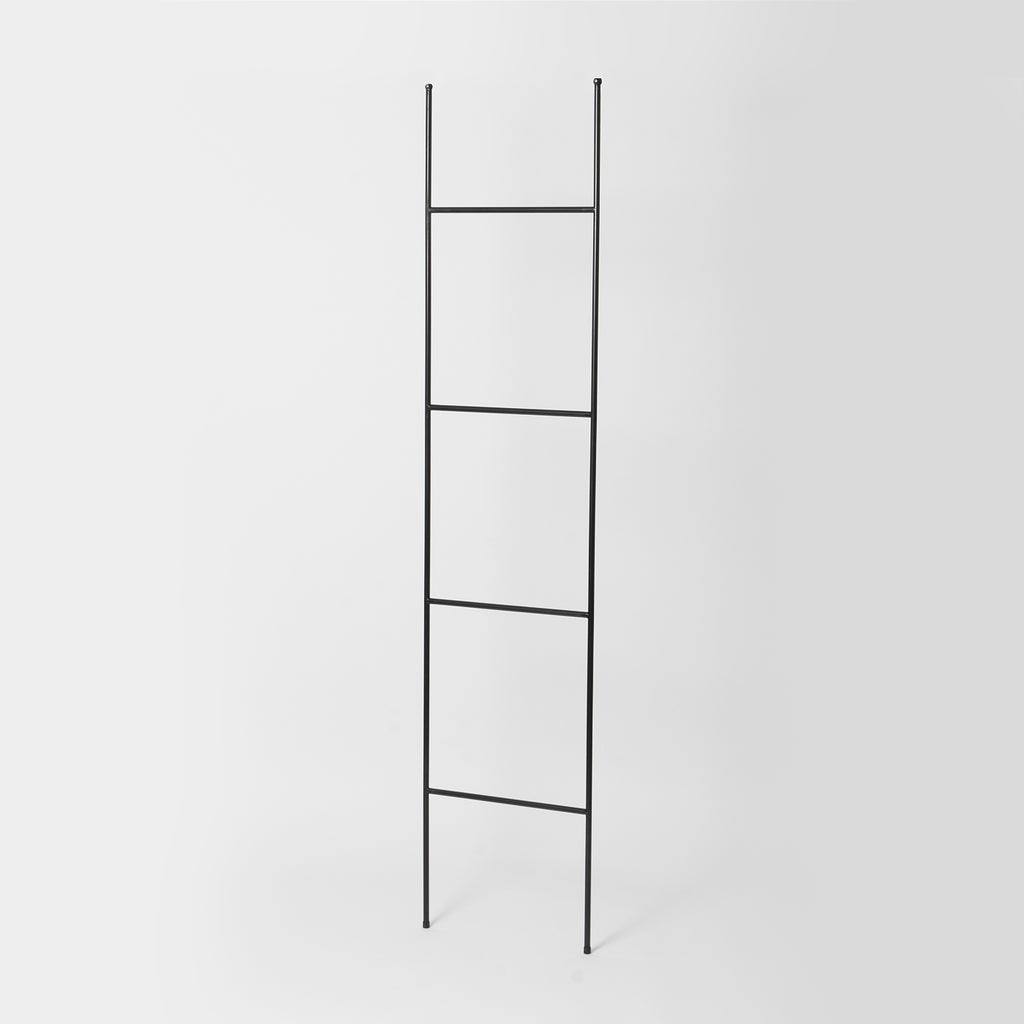 Black Metal Towel Ladder