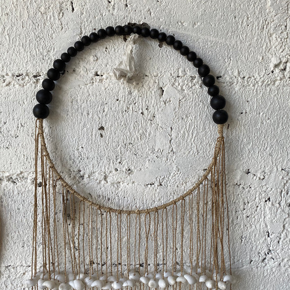 ROUND SINGLE SHELL BLACK BEADS
