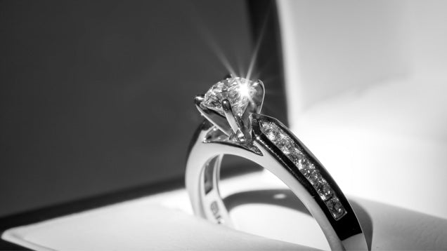 6 Ways to Keep your Diamond Ring Sparkling