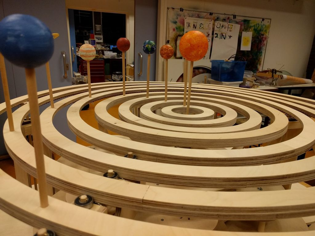 How to Build a Precise Mechanical Planetarium Instructable by Guus_