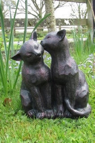 Cat Preening Garden Ornament - Bronze