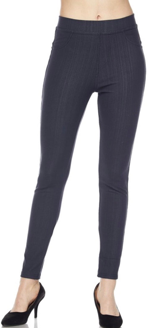 Jeggings in Ankle Length in Charcoal
