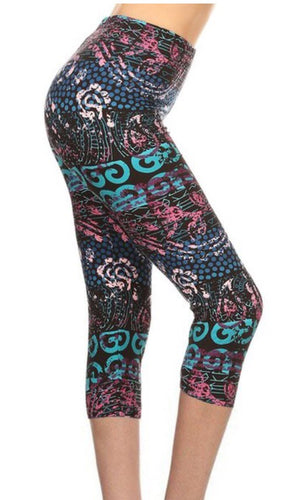 Capri Leggings in Black Multi