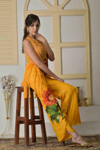 Load image into Gallery viewer, Dori work blouse with cutdana jacket and dhoti pants