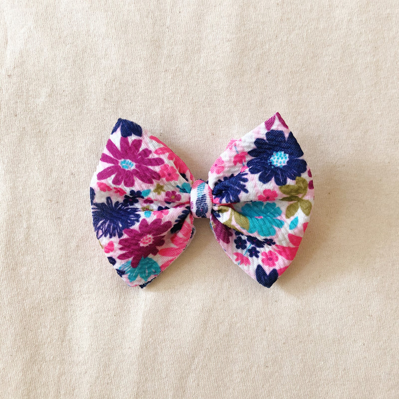 Bloom bow clip