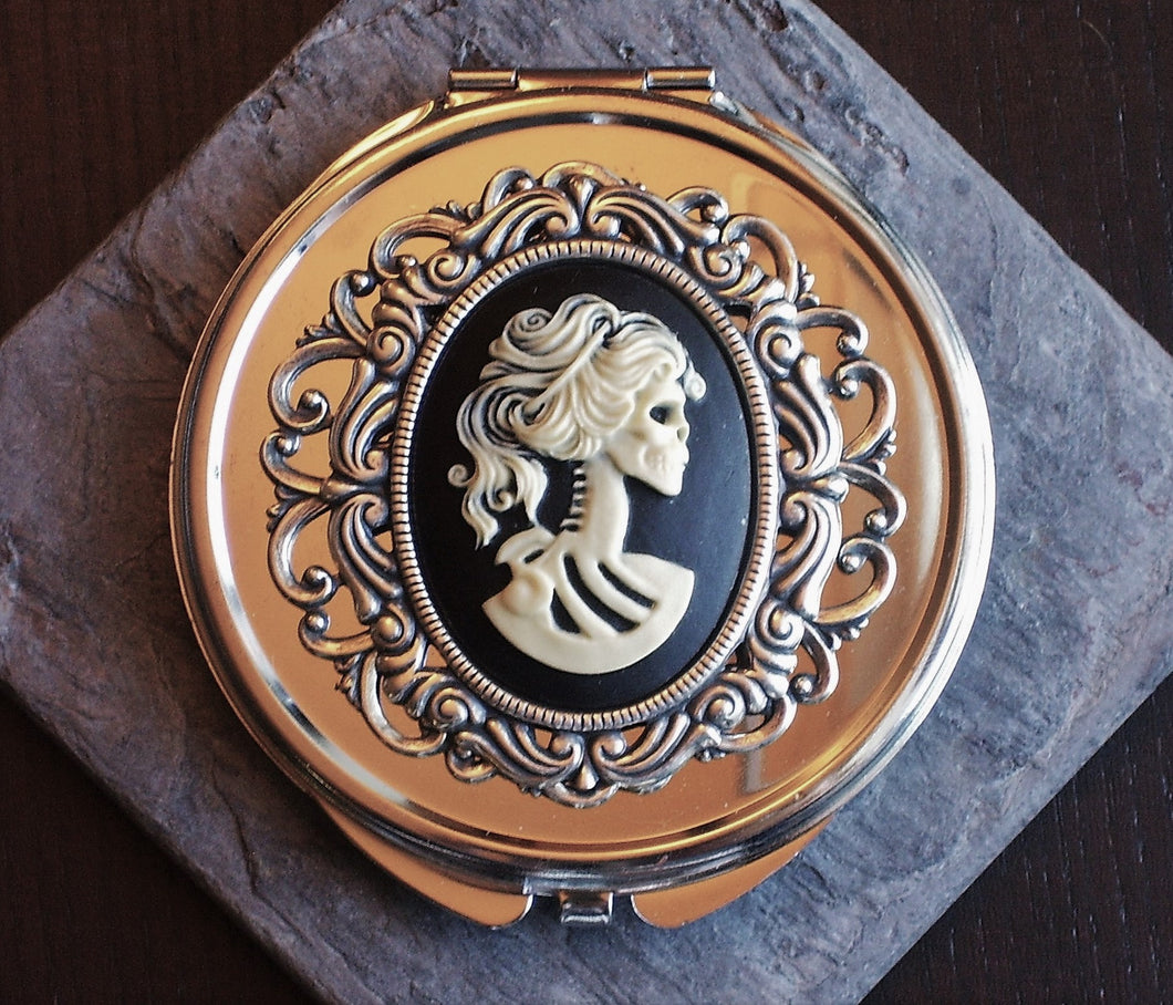 Silver skeleton cameo compact mirror delicate industry