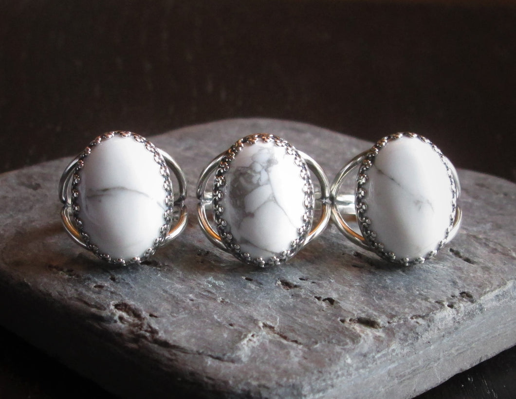 White howlite ring in silver