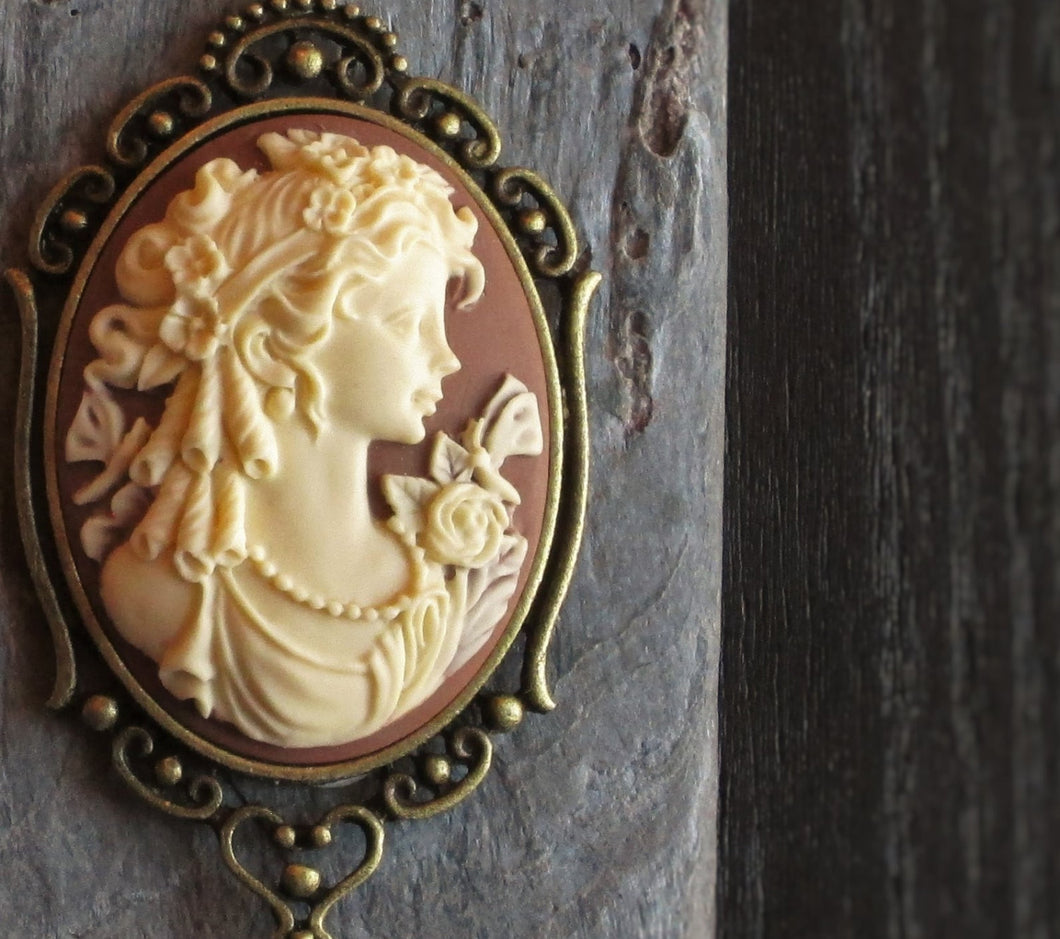 Brown cameo necklace
