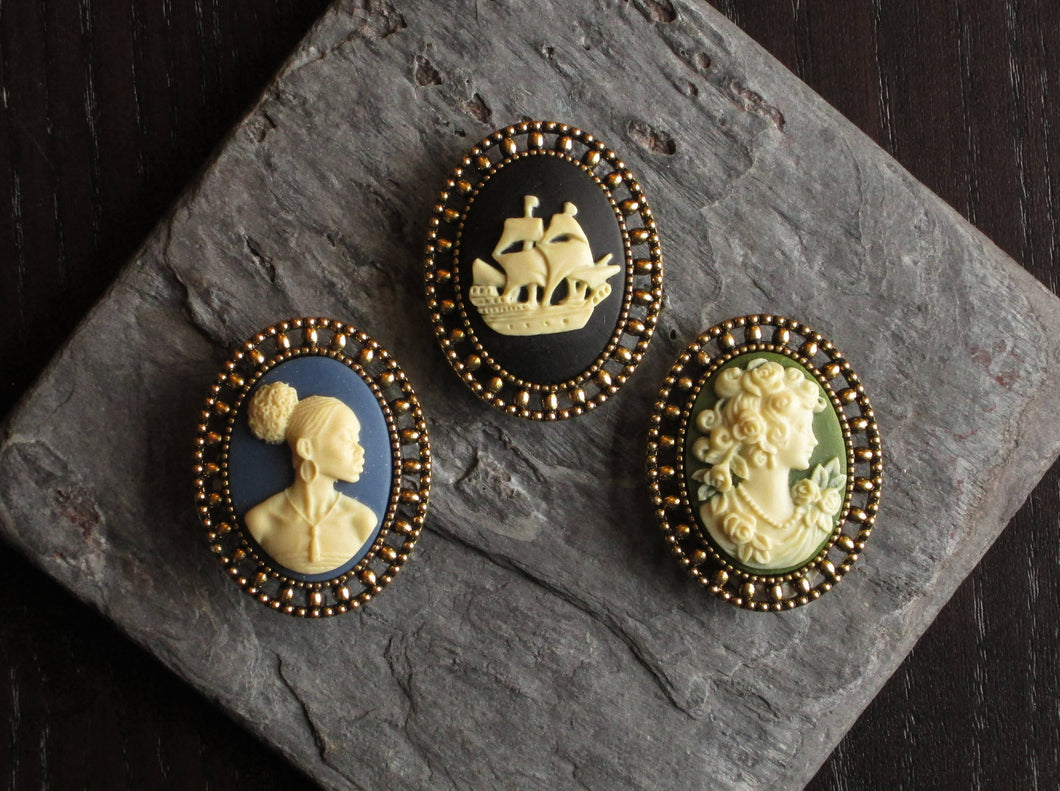 Small cameo brooch