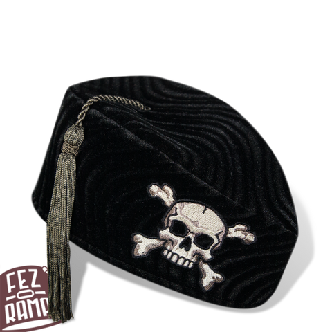 Black Crossbones Chapeau