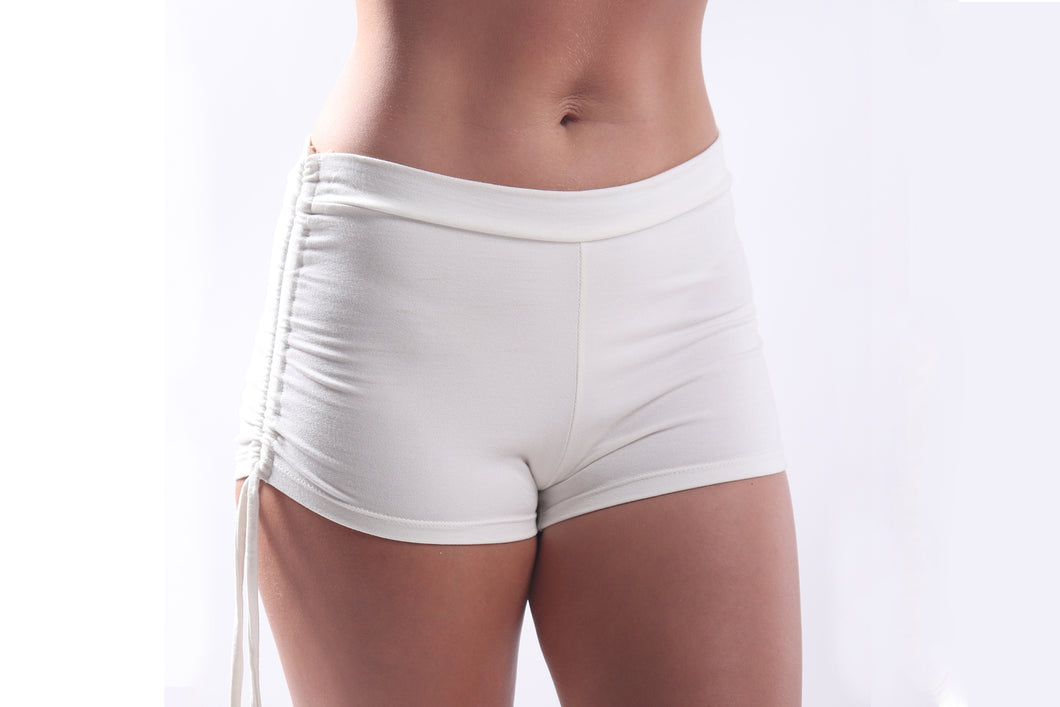 Zena Shorts/Bamboo Spandex Natural