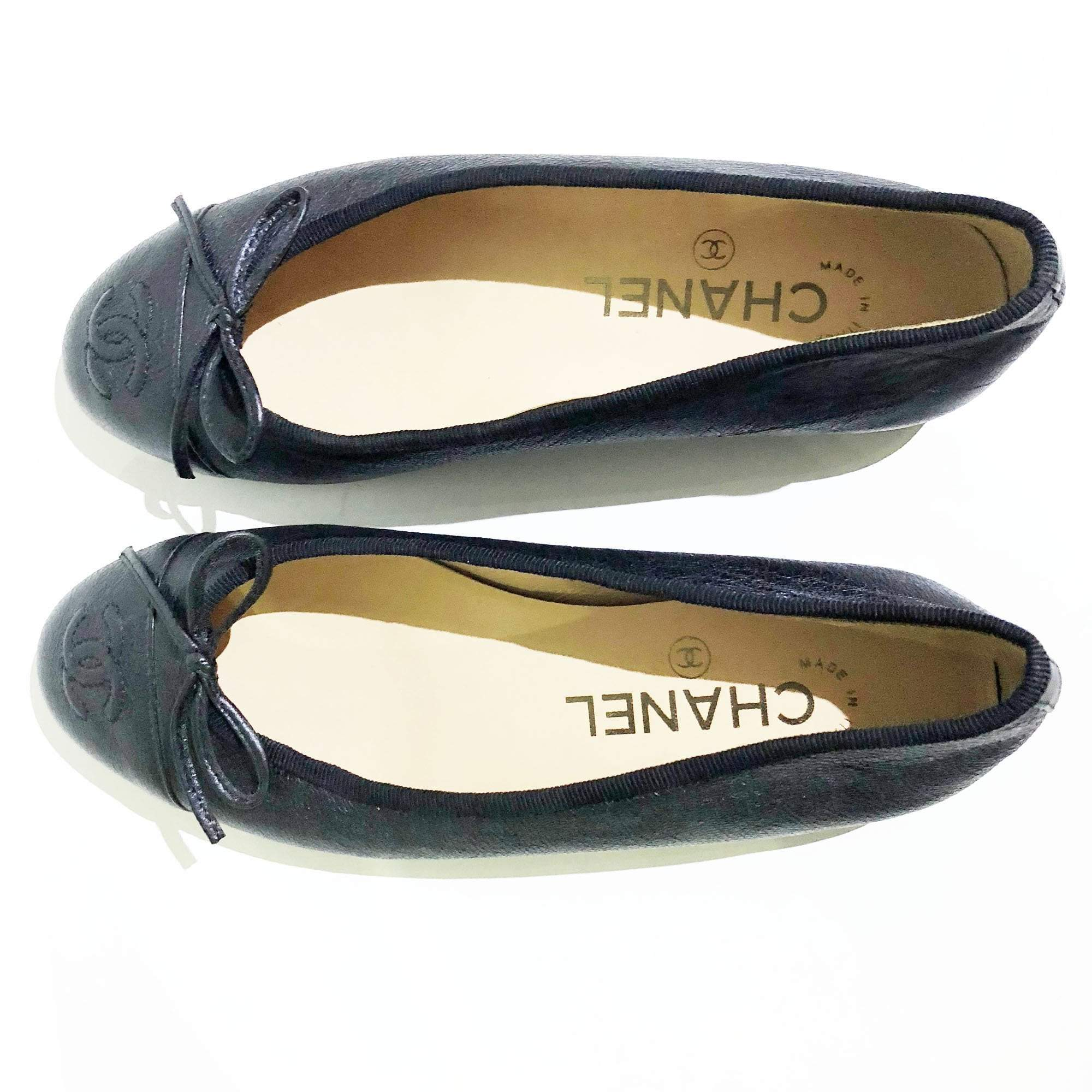 Chanel Ballerina in Black Textured Leather Size 34