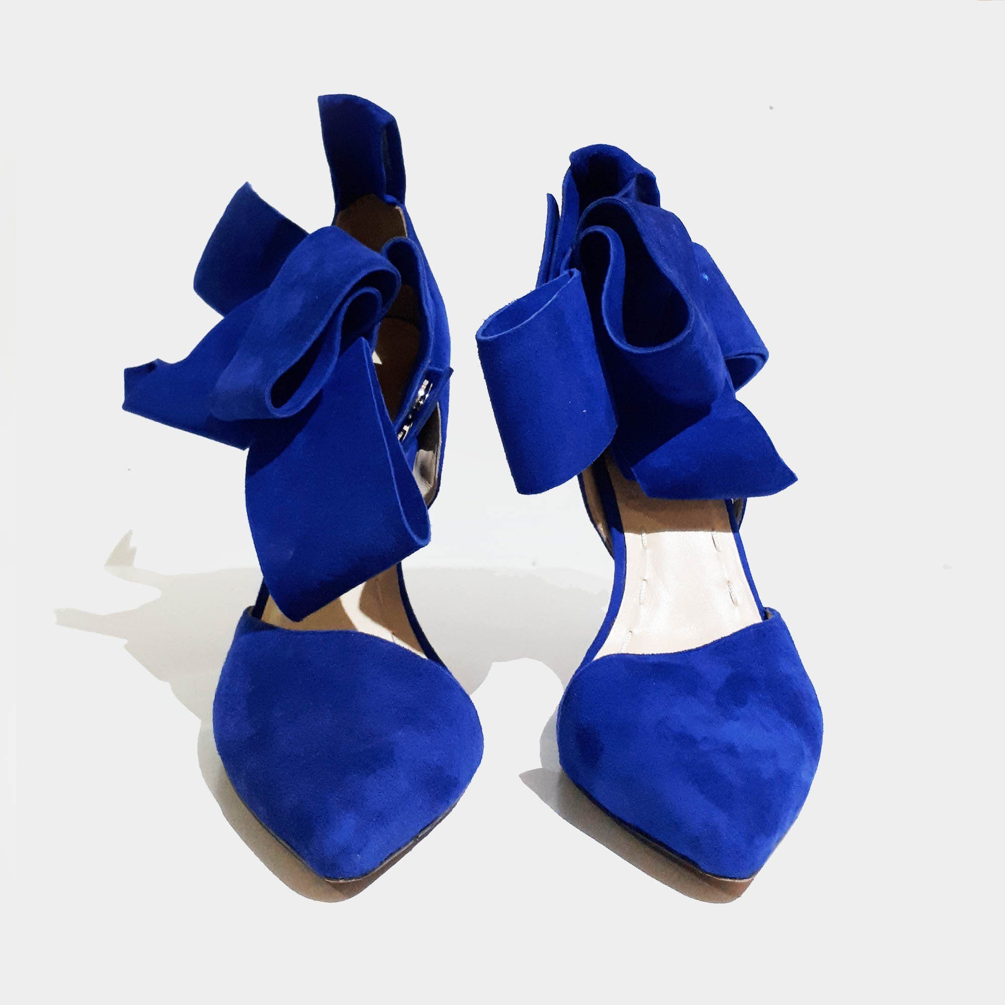 Aminah Abdul Jillil Oversized Bow Pumps