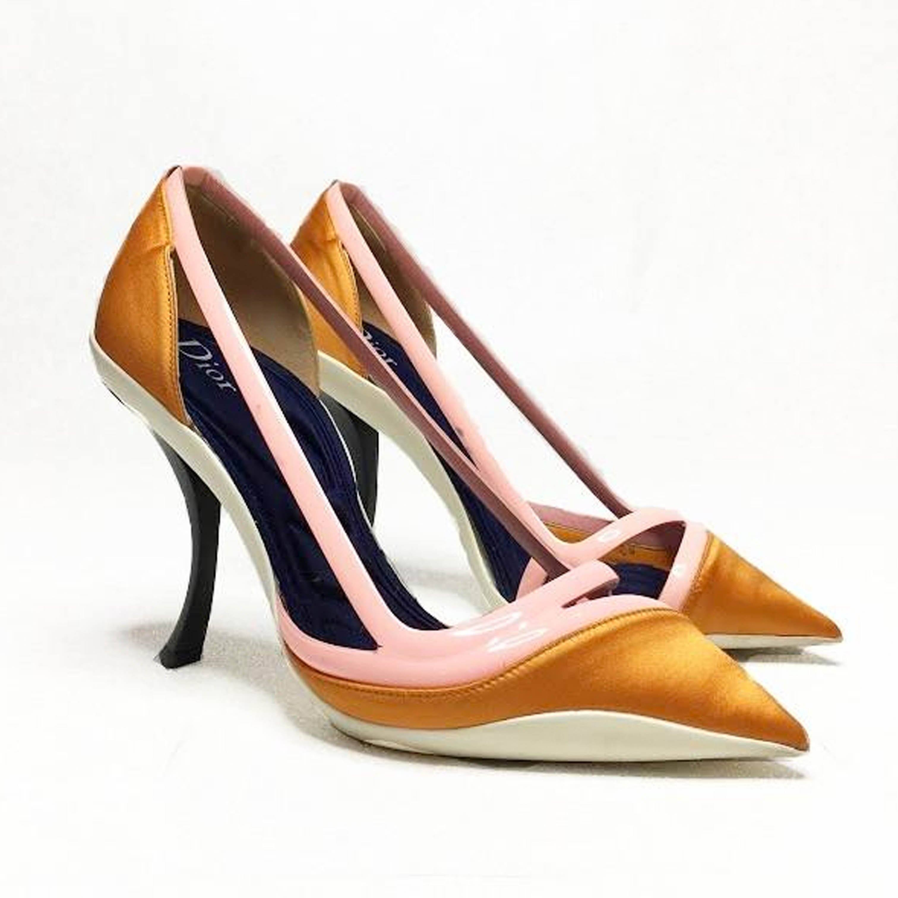 Christian Dior Curved Heels Pointed Pumps