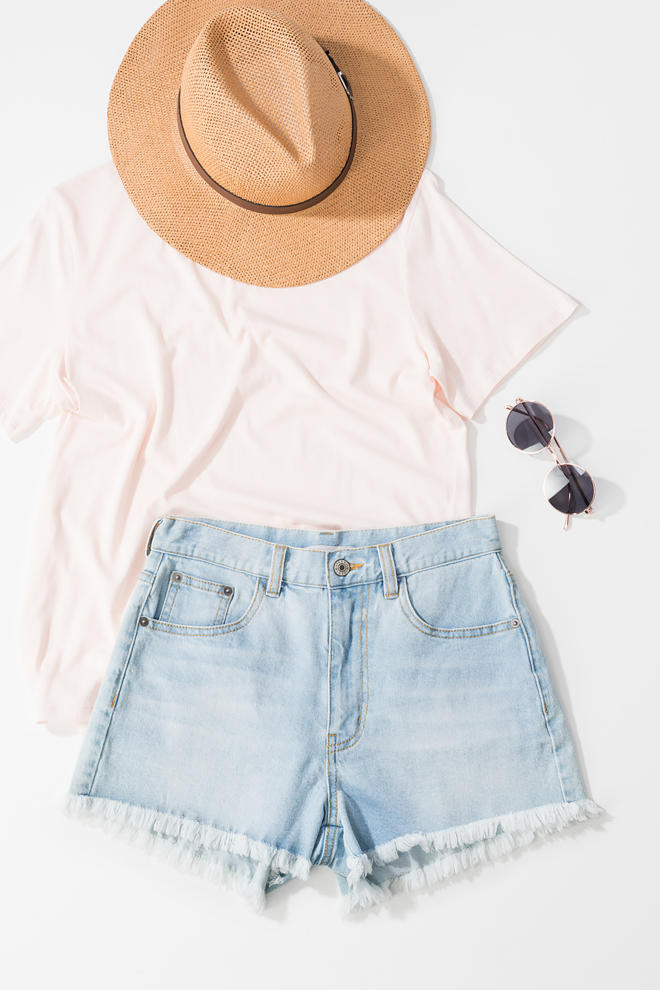 Delano Denim Shorts :: frayed :: slight stretch