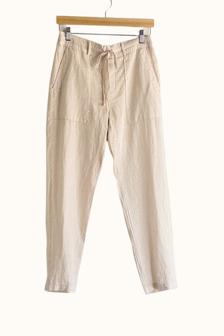 bella dahl easy flap pocket trouser in sandstone