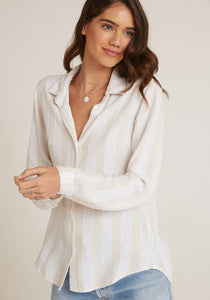 bella dahl button down shirt in miramar bermuda sand stripe