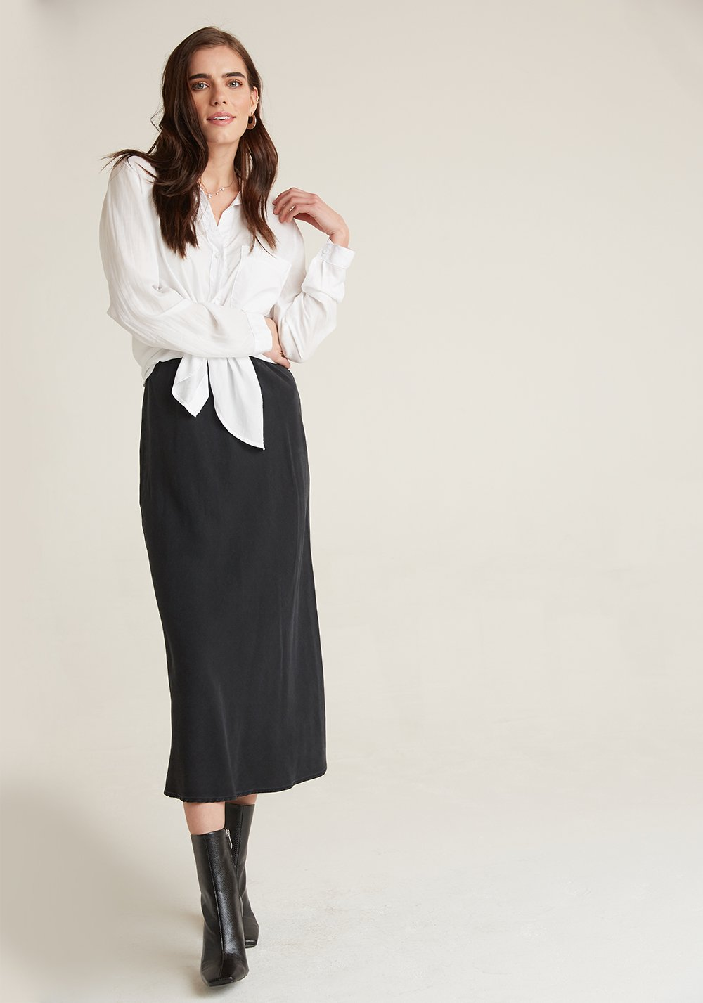 bella dahl soft touch tencera bias midi skirt in vintage black