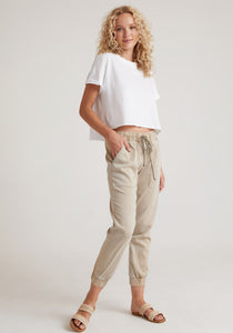 bella dahl pocket jogger in soft khaki