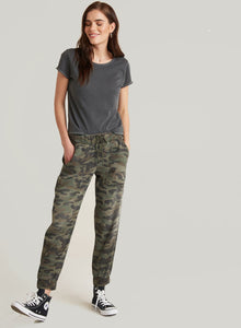 bella dahl pocket jogger in vintage camouflage