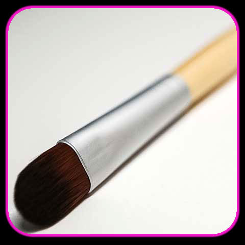 Surreal Makeup Tapered Eye Shadow Brush