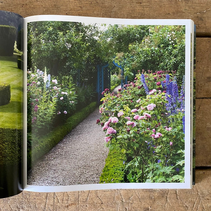 English Gardens:  From the Archives of Country Life Magazine