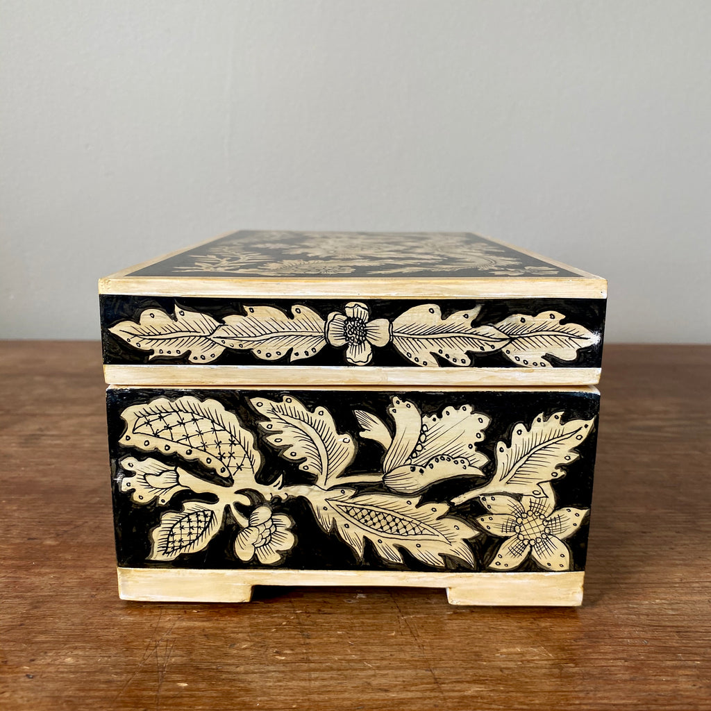 Traditional Penwork Keepsake Box with Feet