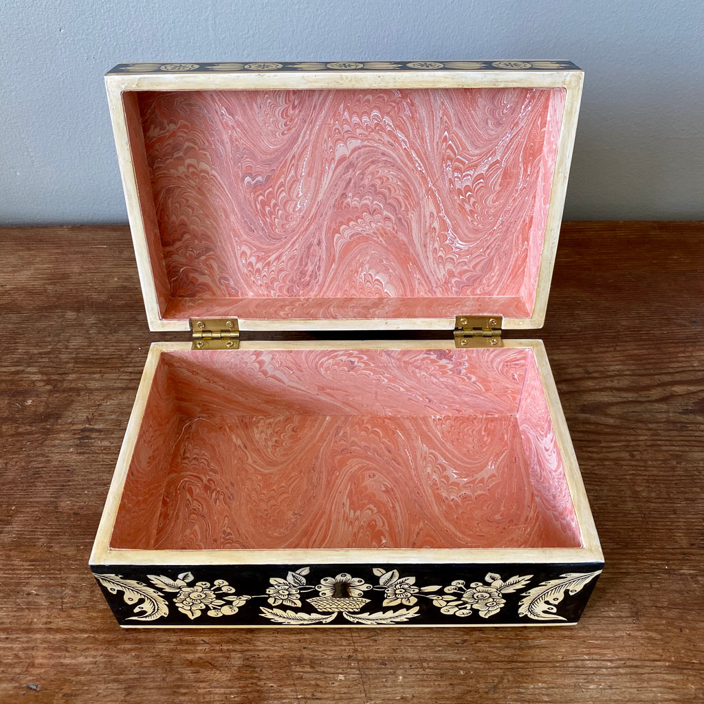 Traditional Penwork Keepsake Box with Keyhole