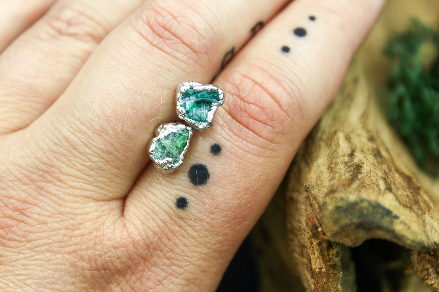 Emerald Post Earrings in Rhodium I