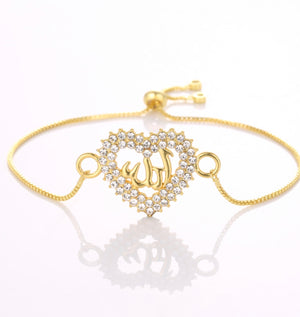 Heart shape. Gold tone bracelet